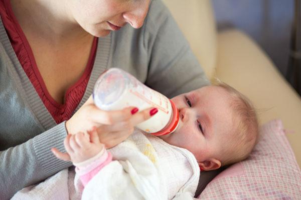 Специальные смеси для кормления малыша