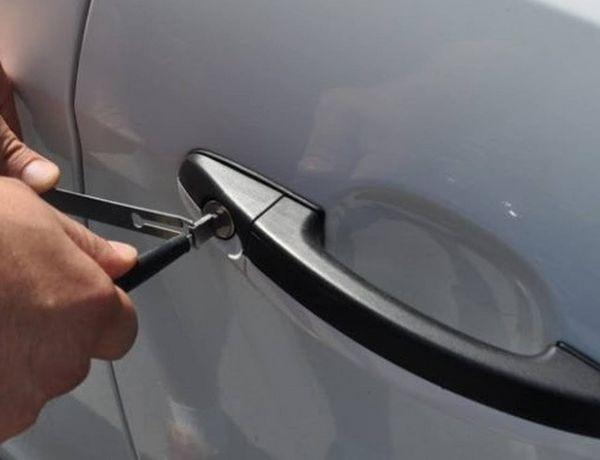Услуги вскрытия сломанных замков в автомобилях